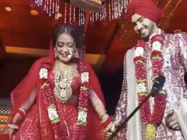 #JustMarried: देखिए नेहा कक्कड़ और रोहनप्रीत सिंह की शादी का पूरा एलबम, बेहद प्यारी तस्वीरें