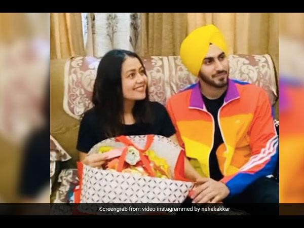 नेहा कक्कड़ का रोका सेरेमनी का वीडियो वायरल, रोहनप्रीत सिंह संग शादी- ऐसी चर्चा VIDEO