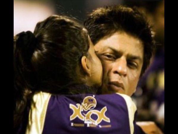 सुहाना खान ने शेयर की डैड शाहरुख खान के साथ 12 साल पुरानी फोटो, लिख डाली इतनी बड़ी बात