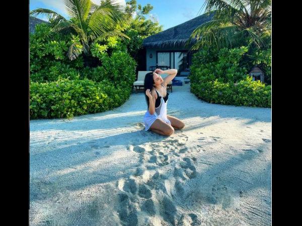 मालदीव में सोनाक्षी सिन्हा का बिकिनी लुक देख हैरान हुए फैंस, बोल्ड अंदाज में शेयर की हॅाट तस्वीरें