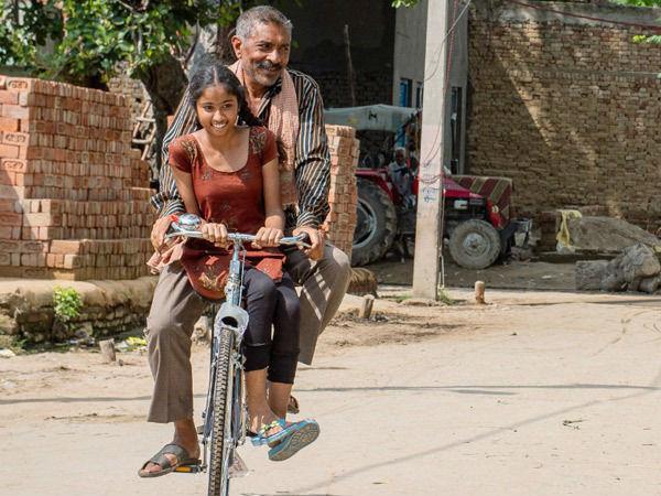 """आश्रम के हिट होने  के बाद प्रकाश झा अब निकल पड़े हैं """"मट्टू की साइकिल"""" की सवारी पर!"""