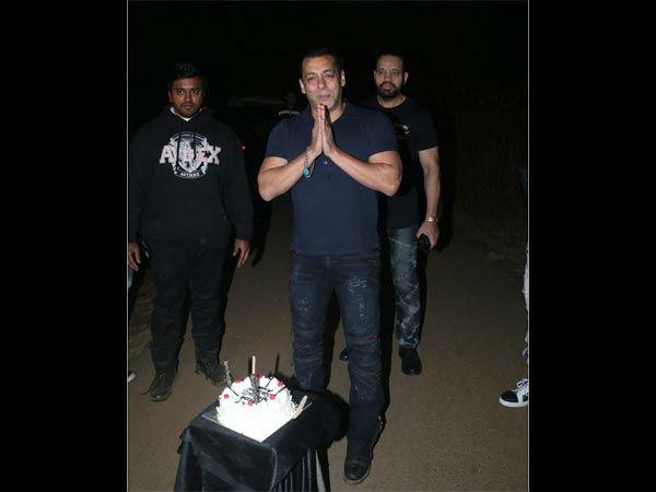 सलमान खान Birthday: इस बार 'राधे भाईया' का ऐसा मनेगा जन्मदिन पर जश्न- दोस्त और फैंस देखते रह जाएंगे! Salman Khan 55th Birthday plan dabbang actor quiet celebration with family and friends reports
