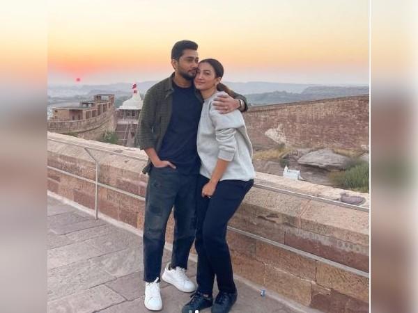 गौहर खान ने पति जैद दरबार के साथ शेयर की रोमांटिक PICS, उदयपुर में मना रहीं हनीमून
