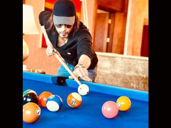 शाहरुख खान ने फिर दिखाया पठान लुक, स्नूकर खेलते हुए लिखी ये बात