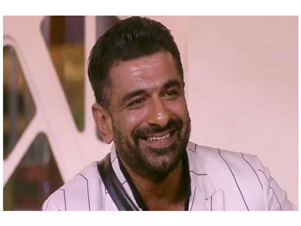 टूटा फैंस का दिल, फिनाले से पहले एजाज खान ने छोड़ा शो, Bigg Boss 14 में 2 बड़े खिलाड़ी की एंट्री
