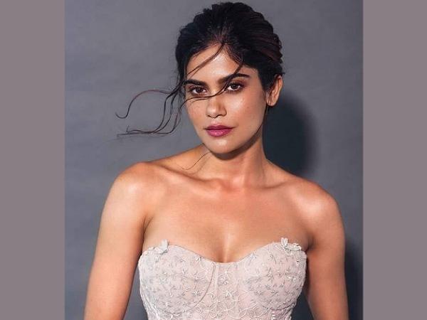 रियल लाइफ में बेहद बोल्ड हैं 'आश्रम' की पम्मी पहलवान Aashram fame Aditi  pohankar AKA Pummy pahalwan bold and sexy pictures - Hindi Filmibeat