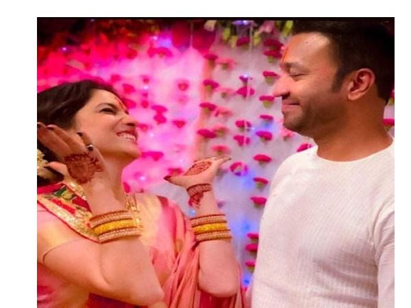अंकिता लोखंडे की मेहंदी सेरेमनी की तस्वीरों ने फैंस को चौंकाया, ब्वॅायफ्रेंड विकी जैन से गुपचुप शादी !