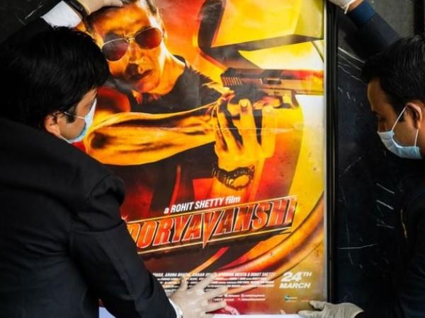 थियेटर 100 प्रतिशत खुले तो होली पर रिलीज़ अक्षय कुमार की सूर्यवंशी | Akshay Kumar's Sooryvanshi to release on Holi after theatres 100 percent occupancy