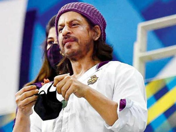 शाहरुख खान बने इंडस्ट्री के सबसे ज्यादा फीस लेने वाले अभिनेता? Shahrukh Khan become highest paid actor of Bollywood charging 100 crore for Pathan!