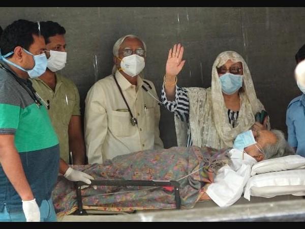 दिलीप कुमार हेल्थ अपडेट- सेहत में सुधार, अस्पताल से डिस्चार्ज होकर वापस पहुंचे घर