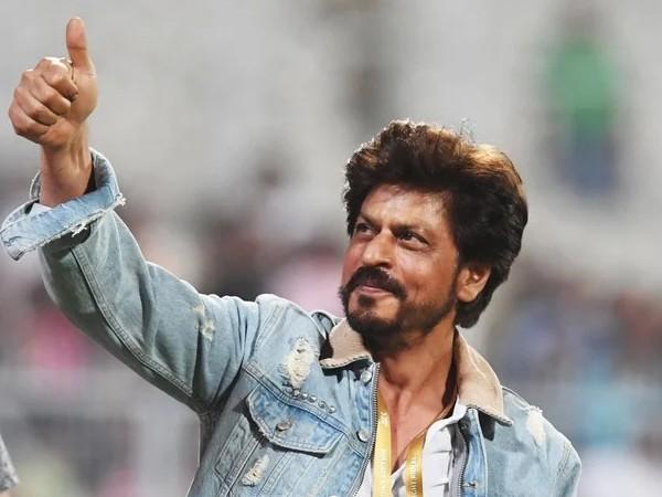 2022 की ईद और दिवाली पर शाहरुख खान रिलीज होगी 2 बड़ी फिल्में | Pathan actor Shah Rukh Khan May book Eid & Diwali For 2022 with two big movies read scoops