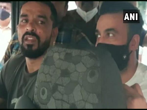 राज कुंद्रा को कोर्ट लेकर पहुंची क्राइम ब्रांच की टीम, शुक्रवार तक पुलिस की हिरासत में रहेंगे!
