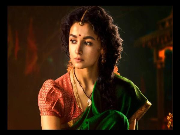 आरआरआर- आलिया भट्ट पर फिल्माया जाएगा सबसे बड़ा गाना? RRR- Alia Bhatt will perform in a song with 1000 Background Dancers!