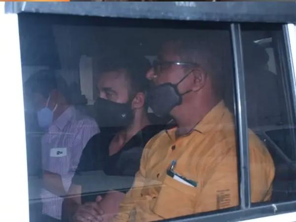 2 दिन की पुलिस रिमांड के बाद नजर आए राज कुंद्रा, कड़ी सुरक्षा के बीच हुआ मेडिकल टेस्ट