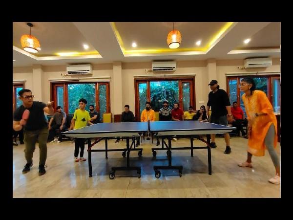 लाल सिंह चड्ढा शूटिंग: आमिर खान बेटे आजाद- किरण राव के साथ बन गए खिलाड़ी, खेला टेबल टेनिस