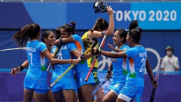 ओलंपिक में भारतीय महिला हॉकी टीम ने रचा इतिहास- बॉलीवुड कलाकारों ने दी बधाई, ट्विटर पर छाया 'चक दे इंडिया'