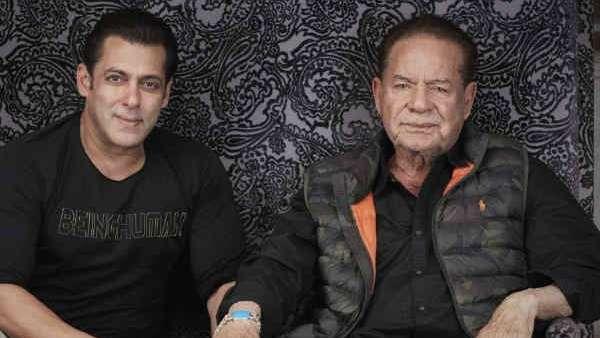 पापा सलीम खान के साथ शाहरुख खान से मिलने पहुंचे सलमान खान, मन्नत के बाहर गाड़ियां स्पॉट!