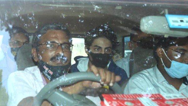 सनसनीखेज खुलासा- ऐसे हुई आर्यन खान की गिरफ्तारी,25 करोड़ की डील, 10 खाली पन्नों पर साइन
