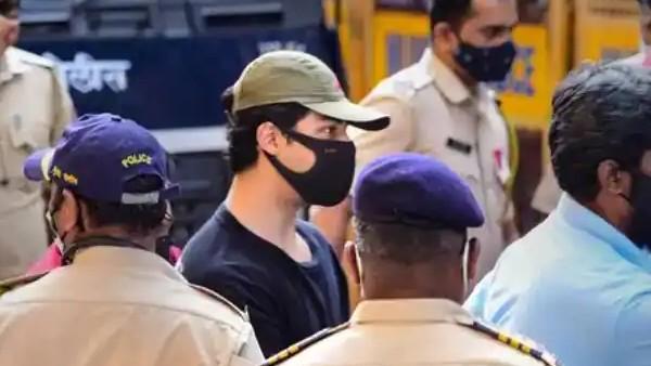शाहरुख खान के बेटे आर्यन खान को जेल में कॉमन बैरक में किया गया शिफ्ट, क्वॉरंटीन खत्म