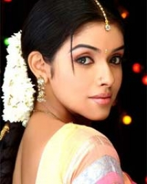 http://hindi.filmibeat.com/img/2009/01/20-asin200.jpg