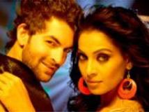 http://hindi.filmibeat.com/img/2009/02/10-aa-dekhen-jara200.jpg