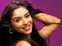 https://hindi.filmibeat.com/img/2009/08/01-asin202.jpg