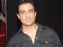 http://hindi.filmibeat.com/img/2009/08/26-sanjay-suri201.jpg