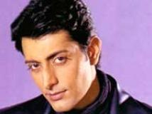 http://hindi.filmibeat.com/img/2009/08/31-priyanshu-chatterjee200.jpg