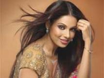 https://hindi.filmibeat.com/img/2009/09/10-bipasha-basu203.jpg