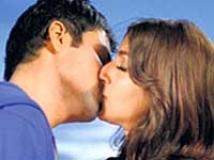 https://hindi.filmibeat.com/img/2009/09/27-emraan-hashmi-soha-ali-khan200.jpg