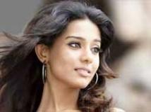 https://hindi.filmibeat.com/img/2009/10/22-amrita-rao200.jpg