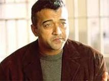 https://hindi.filmibeat.com/img/2009/11/20-lucky-ali200.jpg