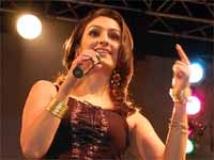 http://hindi.filmibeat.com/img/2010/04/22-akriti-kakkar200.jpg