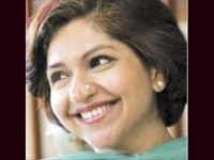 https://hindi.filmibeat.com/img/2010/05/12-daisyirani200.jpg