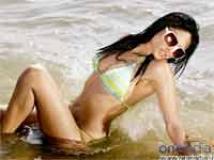 http://hindi.filmibeat.com/img/2010/06/15-arunashields200.jpg