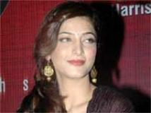 https://hindi.filmibeat.com/img/2010/09/17-shrutihaasan200.jpg