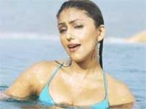 https://hindi.filmibeat.com/img/2010/09/24-aartichhabria200.jpg