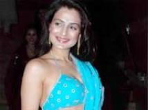 http://hindi.filmibeat.com/img/2010/12/02-ameesha-patel-200.jpg