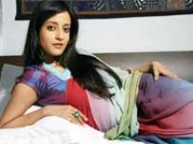 http://hindi.filmibeat.com/img/2010/12/10-raima-sen-mirch200.jpg