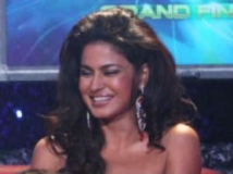 http://hindi.filmibeat.com/img/2011/05/05-veena-ashmit-300.jpg