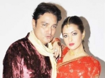 http://hindi.filmibeat.com/img/2011/05/13-vinay-pathak-riya-sen-300.jpg