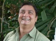 http://hindi.filmibeat.com/img/2011/05/30-vinay-pathak-300.jpg