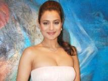 http://hindi.filmibeat.com/img/2011/06/21-ameesha-patel-302.jpg