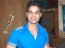 http://hindi.filmibeat.com/img/2011/08/27-yuvraaj-parashar-300.jpg