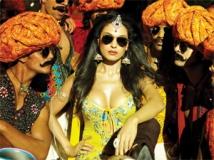https://hindi.filmibeat.com/img/2012/02/03-veena-malik-318.jpg