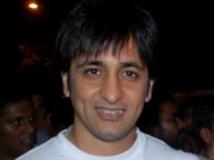 https://hindi.filmibeat.com/img/2013/01/12-12-rajiv-paul-300.jpg