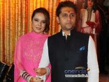https://hindi.filmibeat.com/img/2013/01/31-mohit-suri-udita-goswami-wedding-ceremony.jpg