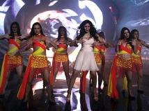 http://hindi.filmibeat.com/img/2013/04/12-commando-pic4.jpg