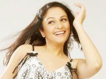 https://hindi.filmibeat.com/img/2013/04/28-gracysingh-612.jpg