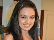 https://hindi.filmibeat.com/img/2013/05/29-4.jpg